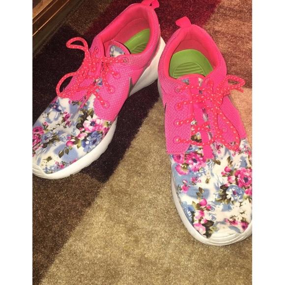 2af0e57e993f Floral Custom Nike Roshe Run